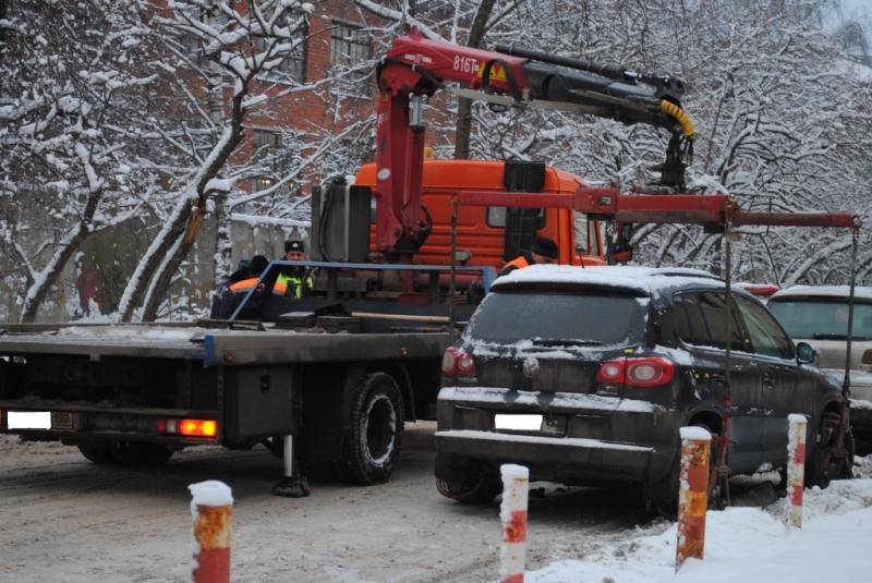 Увезли машину на эвакуаторе в Нижнем Новгороде