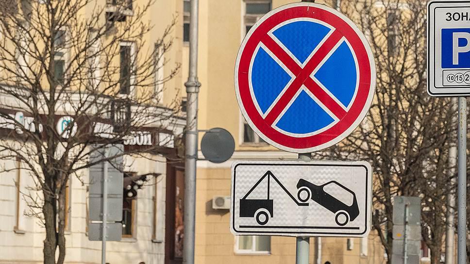 В Нижнем Новгороде демонтируют таблички: работает эвакуатор и стоянка запрещена