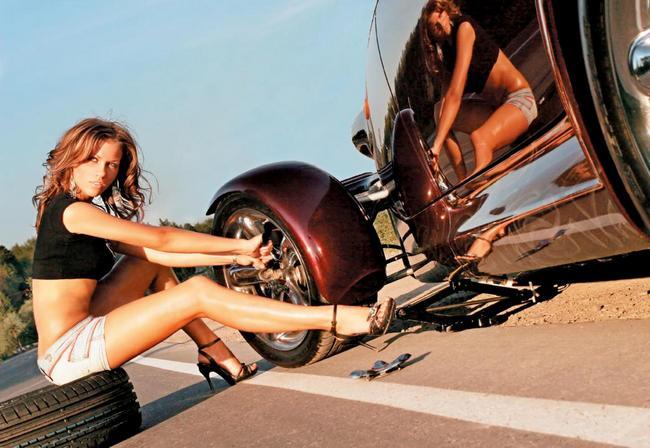 Помощь на дороге: как поменять на машине колесо в полевых условиях?